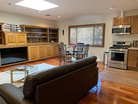 Malibu Canyon, Calabasas 1+1 Luxury Guest Suite