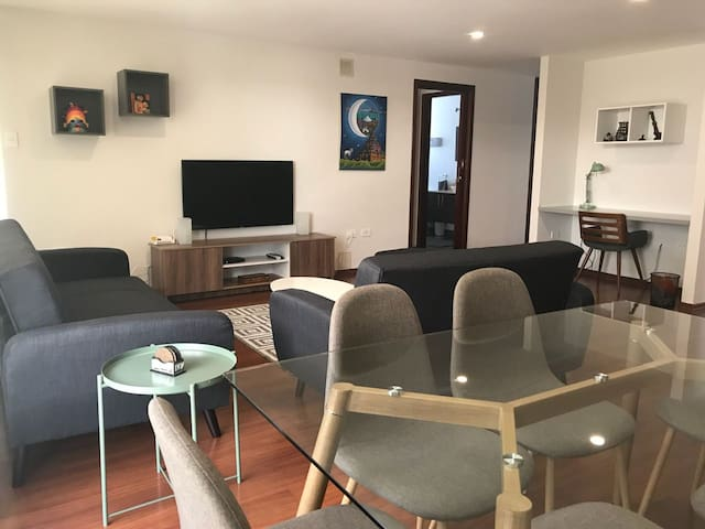 Brand new furniture in spotless apartment!