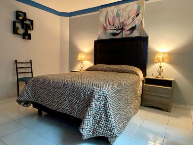 Habitación decorada con estilo.