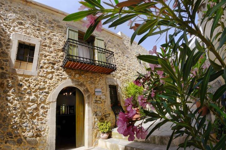 Mary' s Cottage Historical Zaros