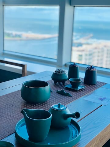 海景孔雀家,一个设计师的家,现代中式2居,灯塔世帆基地,城市高端民宿,海港城,看海泡茶,植物园万平口