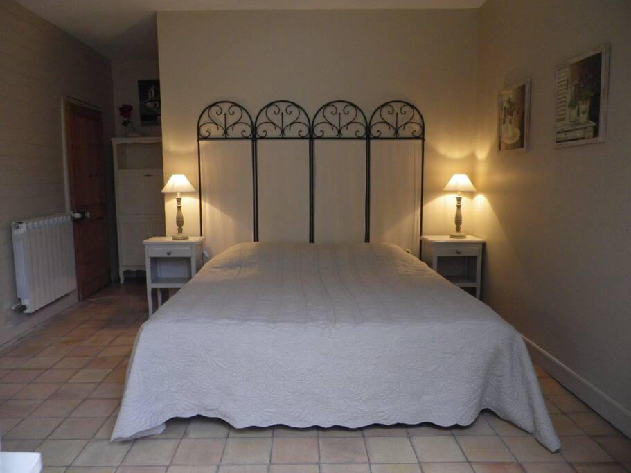 Un lit double ou 2 lilts