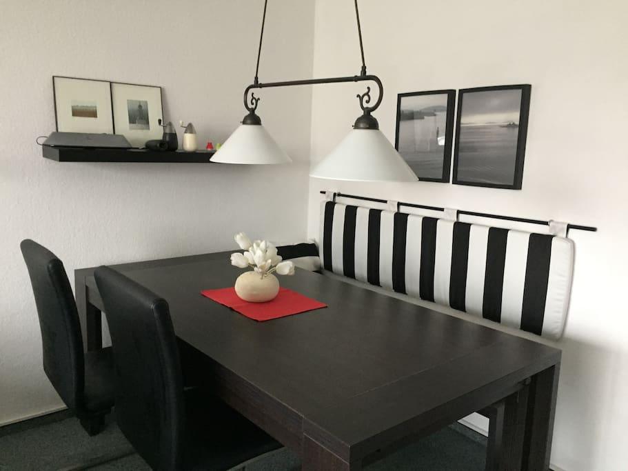 Esstisch mit 2 Stühlen und Sitzbank