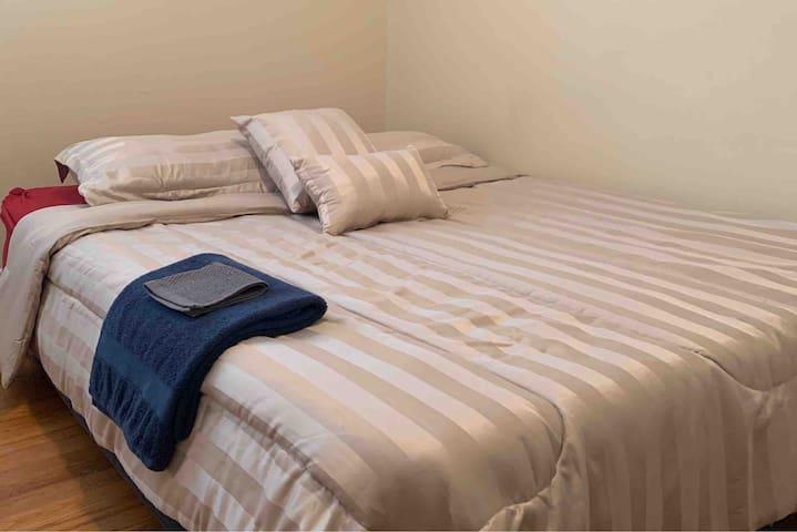 Comfortable, Cozy Bedroom in Quiet Neighborhood