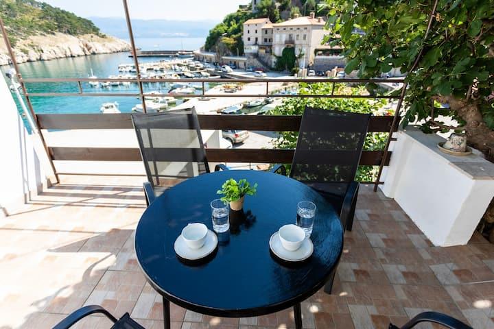 Apartment Porat mit Panoramablick auf das Meer