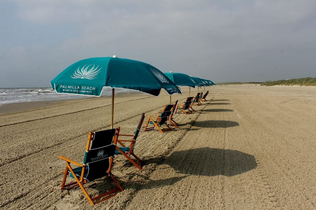 The Best of Port Aransas & the Palmilla Beach Resort  Reserved Chairs & Umbrellas Available for Guests - 2 minute drive with the owners 6-person golf cart - Bring your food/drink or have it delivered from the Black Marlin Restaurant - City of Port Aransas is a short golf cart drive from here via the beach