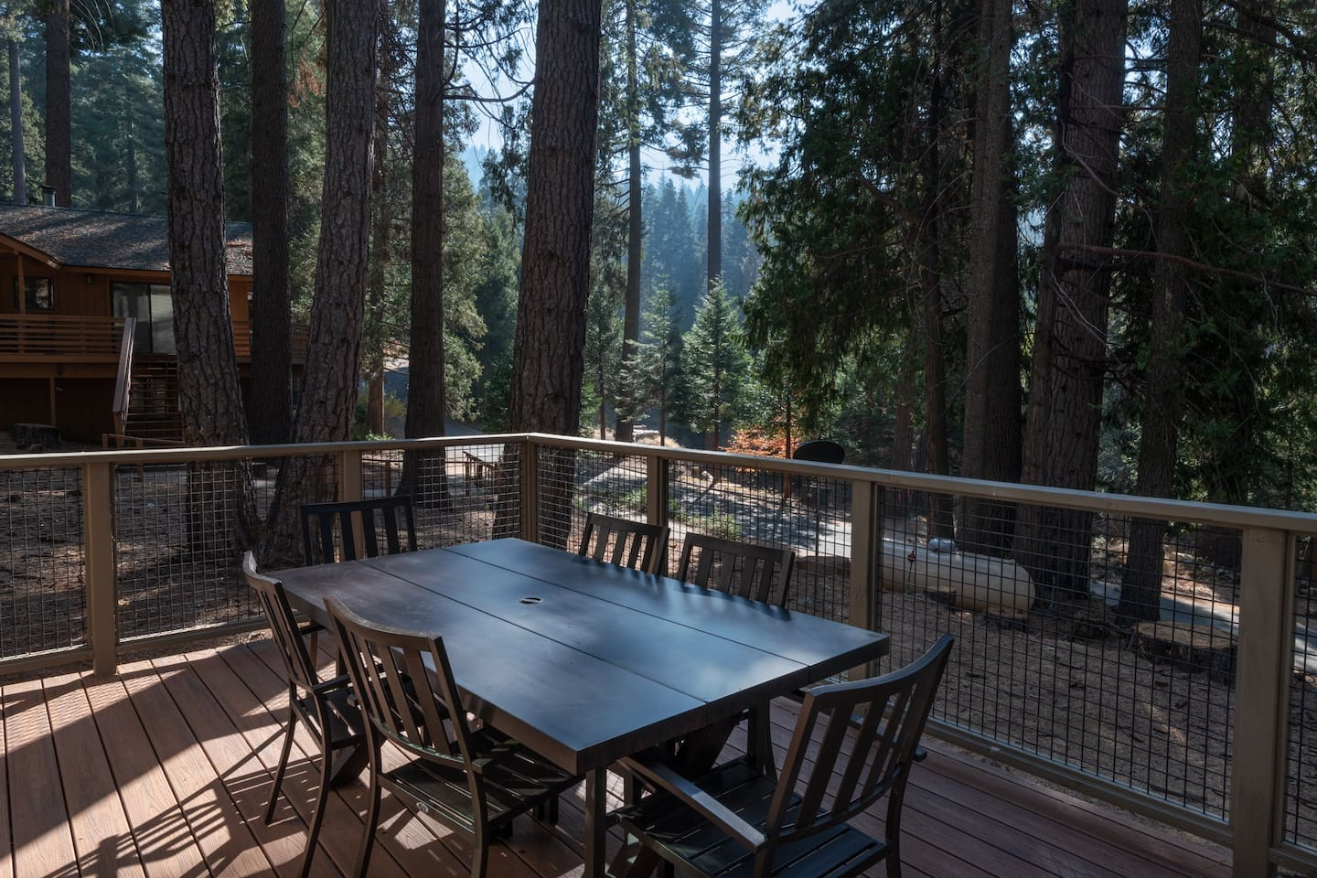 Welcome to Boulder Lodge! Located inside Yosemite Park, in Yosemite West, 25 minutes from Yosemite Valley!