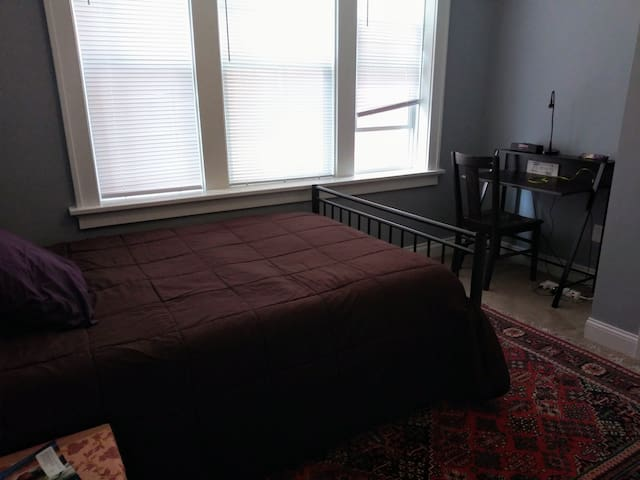Full size bed with desk close to hospitals and SLU