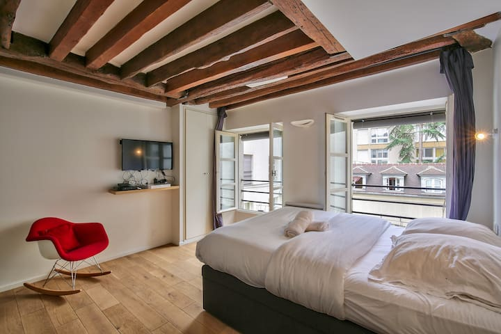 New Studio For Two In Heart Of Le Marais