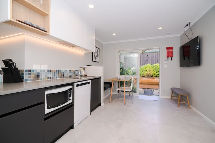 Albany Rosedale Brand New Modern 2 Bedrooms Unit.