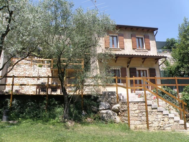 A rural idyll near Lake Garda – Casa Ca' Spina
