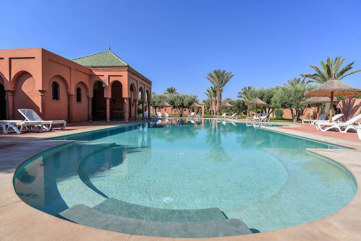 Magnifique Riad à la Palmeraie avec piscine