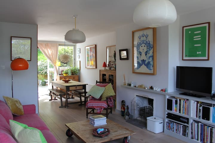 A three bedroom, 1960's house. - Londres - Maison