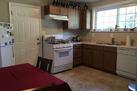 Downstairs suite in quiet area - Silver Spring - Hus