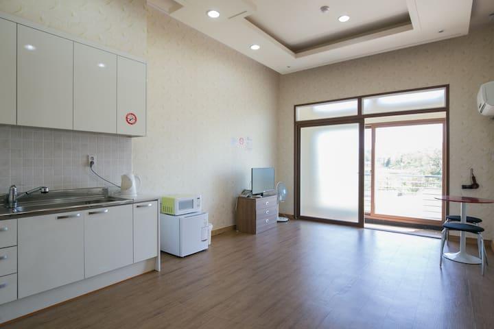 펜션형 2층 - Jochon-eup, Jeju-si - Lejlighed