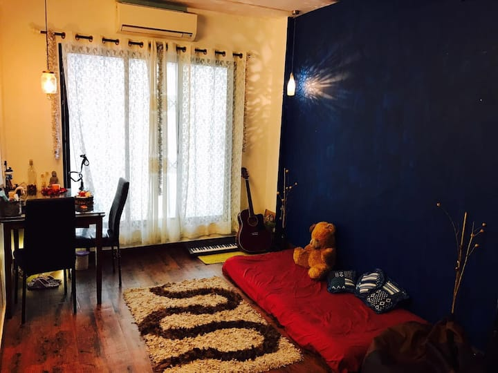 Serene, cozy home in the heart of the city!!