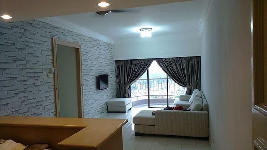 LOVE+ LIVE+ HOME +HAPPY - Melaka - Apartamento