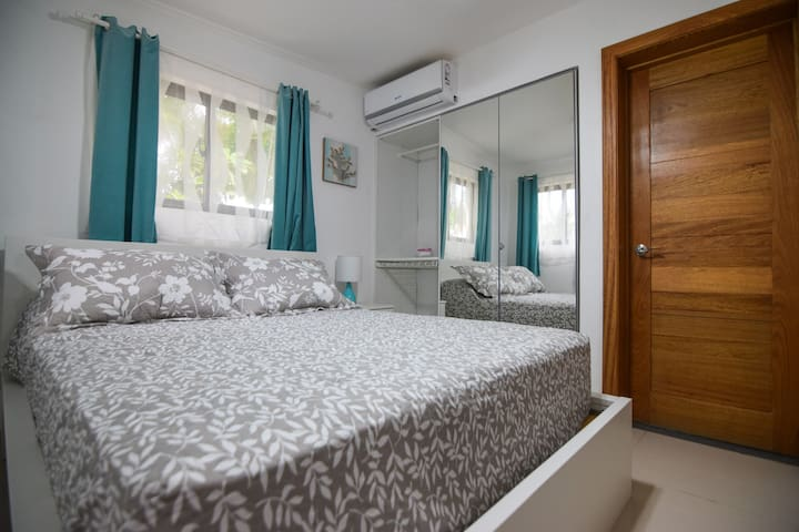 Master room with confortable bed and A/C, also a big closet with all the space you might need.