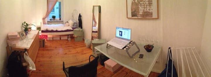 Central and quiet room in Friedrichshain