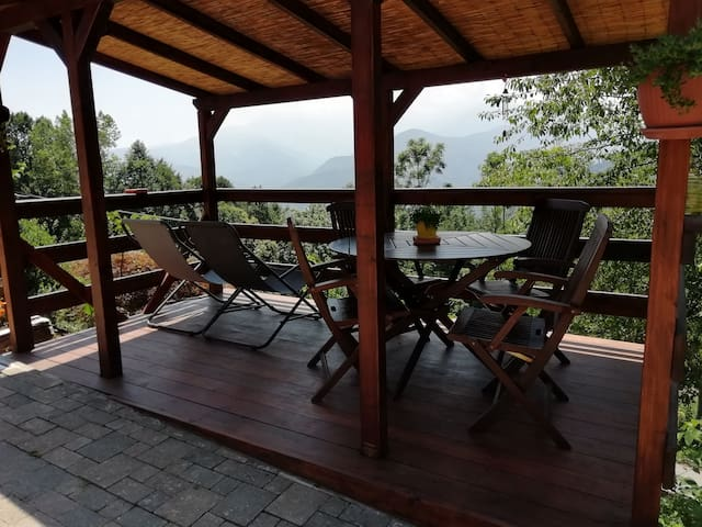 Tavolo e sdraio disponibili / table and sunbeds provided