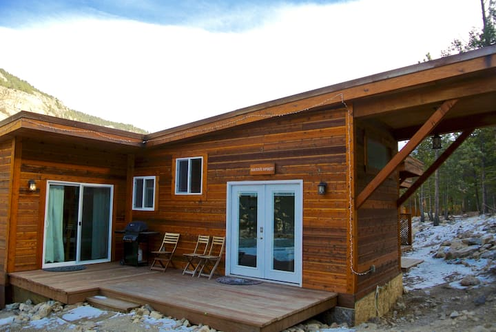 Fully-Furnished 2 BR Mountain Cabin in the Rockies