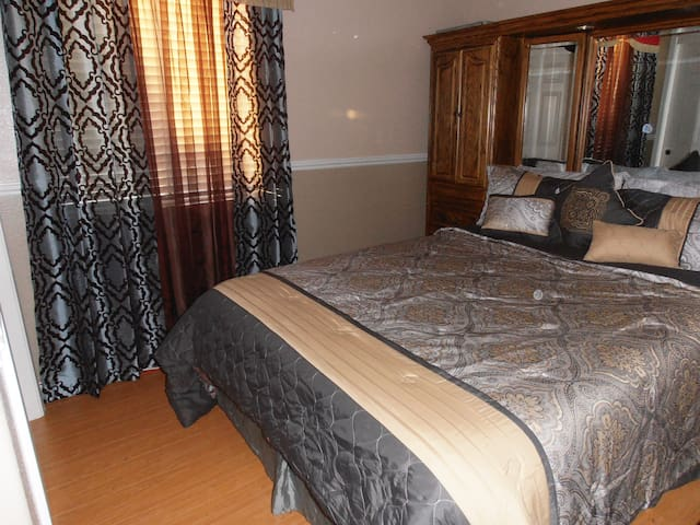 Monterey/ Salinas: Comfortable, quiet room
