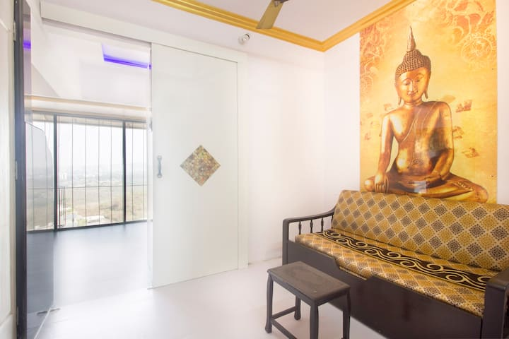 Serene and comfortable stay in Goregaon east