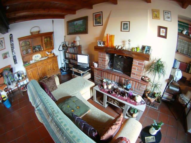 Accogliente e colorata casa - Castelnuovo Bormida - Hus