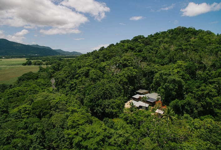Rainforest Apartment / 16 minutes from Cairns City