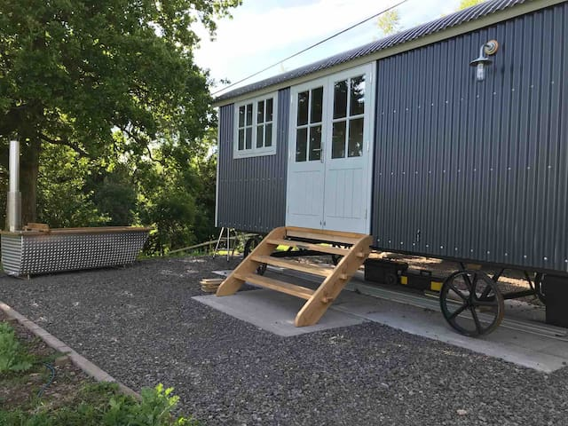 Counting Sheep Shepherd Hut   NEW HUT BUILT 2020