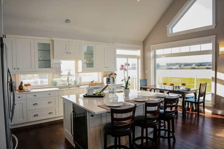 Red Fox Retreat - Waterfront Luxury - Two Family