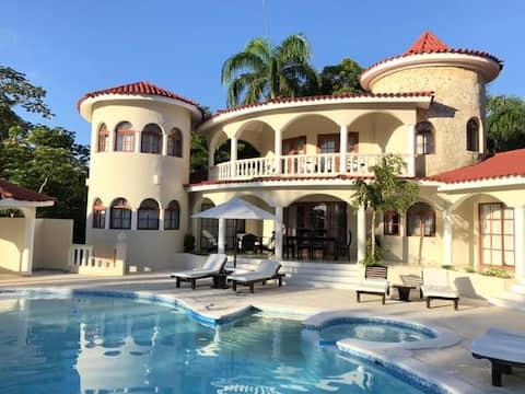 Luxury 4 Bedroom Villas at 5* All-Incl. VIP Resort