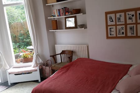Beautiful 1 bed Victorian garden flat - Appartamento