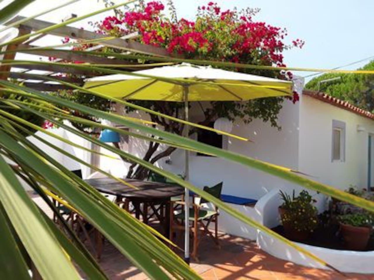 Private Chill Out House Buganvilia