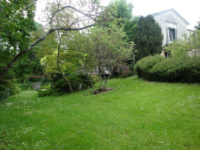 Le Refuge - Angoulême - Dům pro hosty