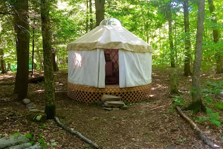 Lakeside Off-Grid Rustic Yurt - Rensselaerville