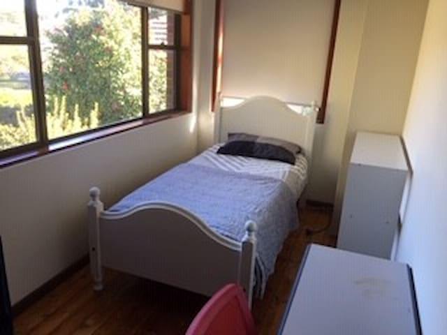 Budget Priced Single Bedroom for single traveler