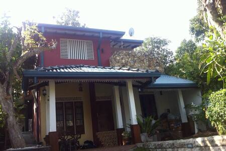 Tidy house with homemade divine meals - Colombo - Bed & Breakfast