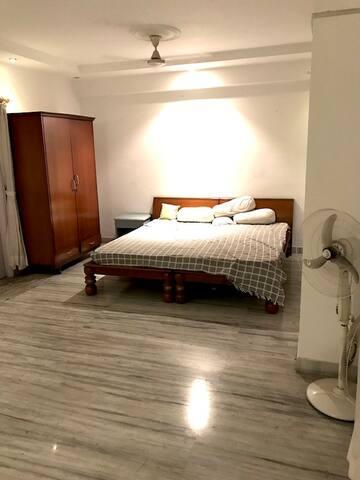 Single Bedroom | Lavish Penthouse | Near Airport - Kalkuta