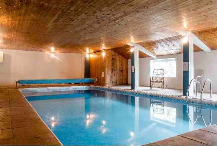 Cosy, quiet romantic or family cottage with pool