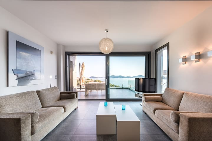 Villa Evian-Luxury Living with a Pool by the Sea!