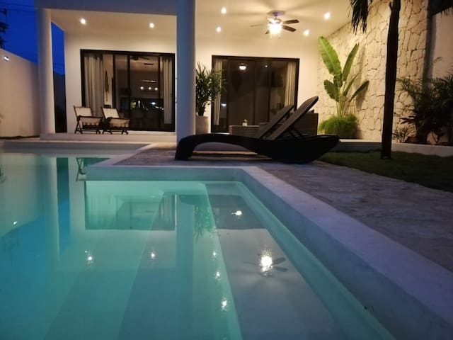 MODERN-RELAXING HOME HUGE POOL W/CHILDREN AREA