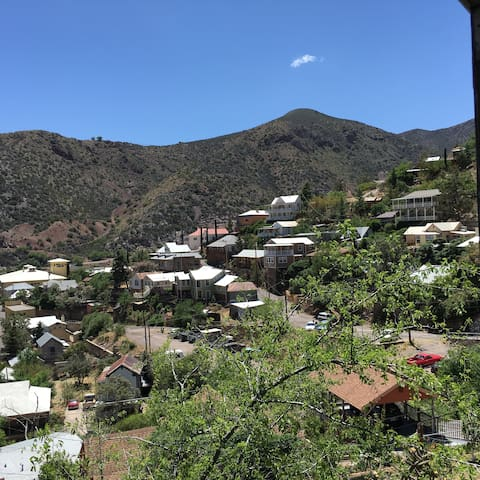 Amazing Views of Bisbee with central AC!