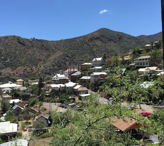 Amazing views of Old Bisbee! Walk to Main Street! - 比斯比(Bisbee) - 独立屋