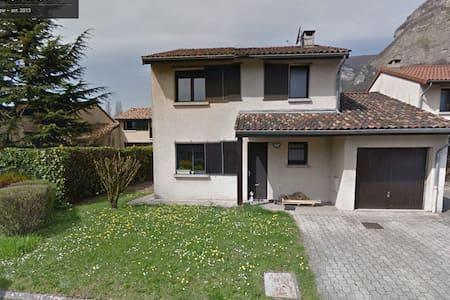 Chambre privée, vue sur Chartreuse - Crolles - Hus