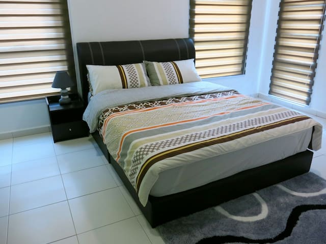 Blue Sky Klebang Homestay (1 Queen Bed) 藍天~吉里望民宿 - Klebang - Hus