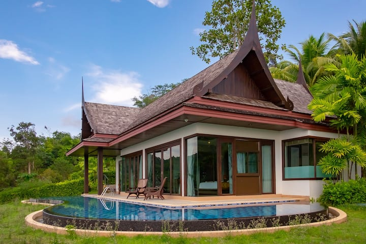Ocean-View villa with Infinity Pool and King-bed