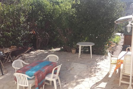 Rez de jardin, aux portes de Marseille. - Byt