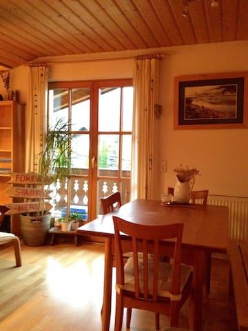 Charming apartment with a mountain view balcony. - Golling an der Salzach - Appartement