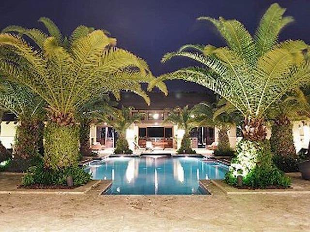 Luxury apartment in Bahia Beach